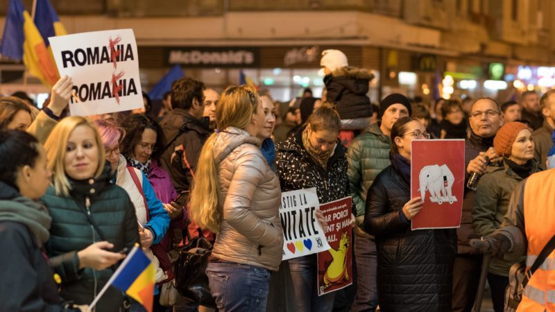Romanian street protests continue as MPs press on with justice law change