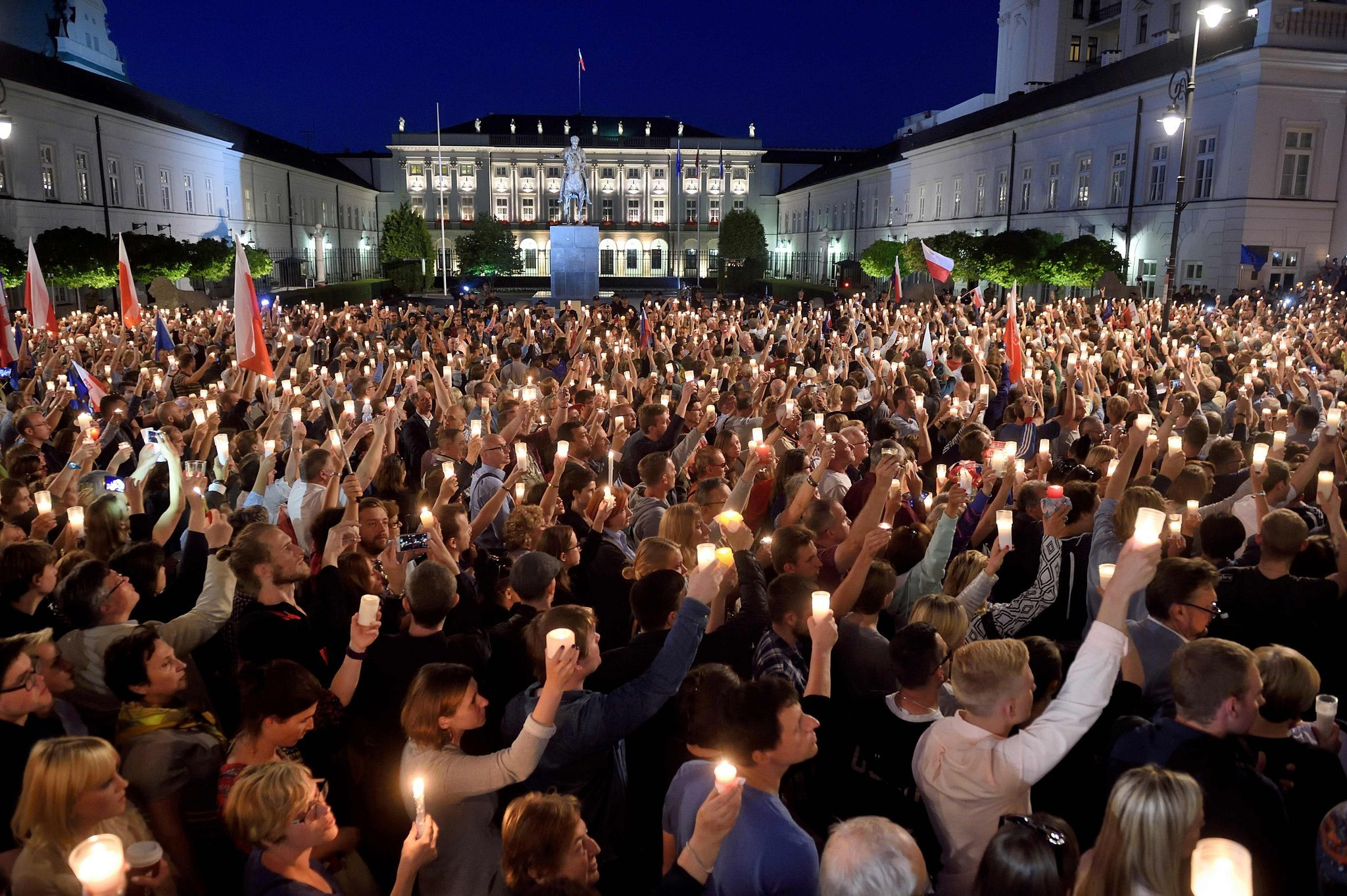POLAND: 50 civil society organizations call upon the Polish President to veto the acts jeopardizing the independence of justice system in Poland
