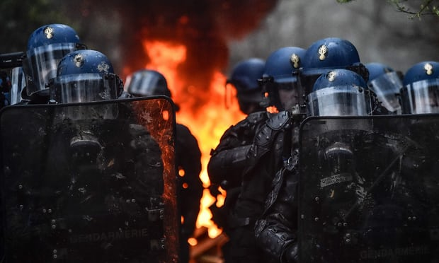 FRANCE: Thousand of tear gas canisters fired as police clear anti-capitalist community