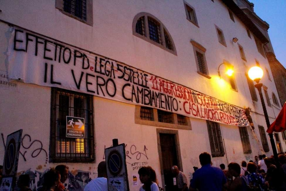 ITALY: raid to remove the banner against the government
