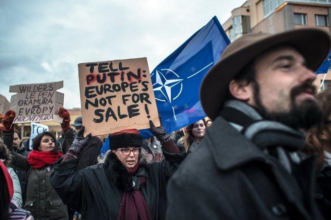 CZECH REPUBLIC: European far-right meeting draws protestsin Prague