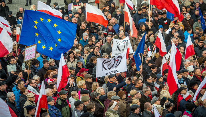 POLAND: Report of legal charges against protesters