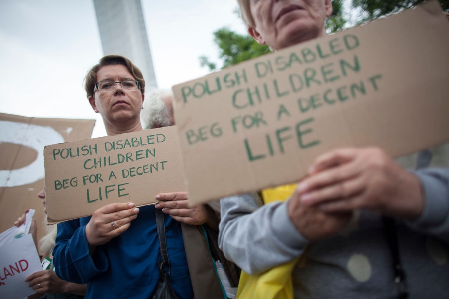 POLAND: State restricts disability benefits protest